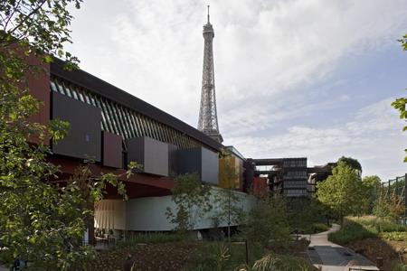 Musee du quai Branly exterior with garden