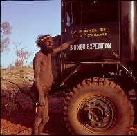 Pintupi man, Pitani Tjampitjinpa, and Donald Thomson's expedition truck, 1963