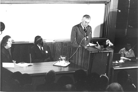 Dick Roughsey and Gough Whitlam at 1973 seminar