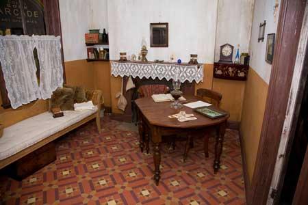 Replica of Little Lon cottage, interior