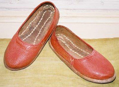 The 'red slippers' donated by a member of the Altounyan family to replace the original slippers that figure prominently in the story of the creation of the novel Swallows and Amazons and which symbolise the breach between Ransome and the Altounyans