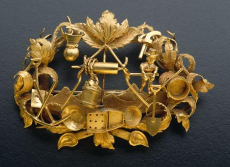 8 centimetre wide brooch