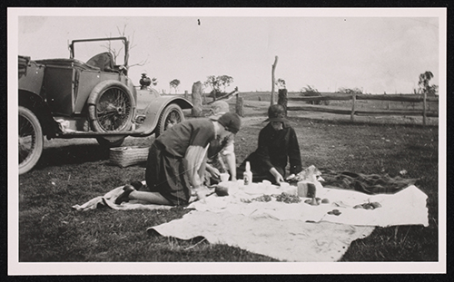 The Osborne family picnicking with the Delaunay Belleville, about 1918