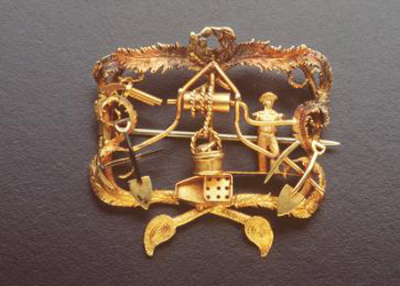 5 centimetre wide brooch