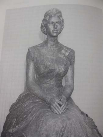 Image of bronze sculpture of the Queen